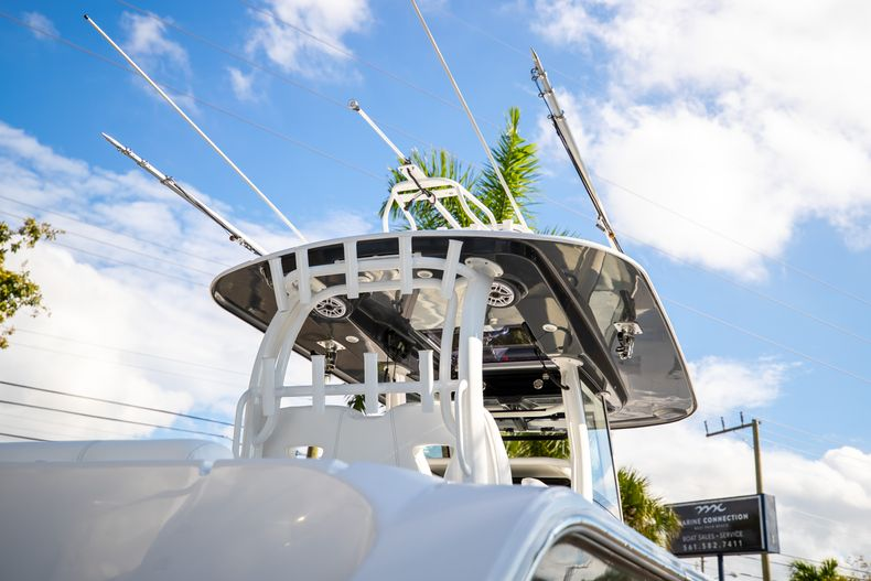 Thumbnail 3 for New 2021 Sportsman Open 322 Center Console boat for sale in West Palm Beach, FL