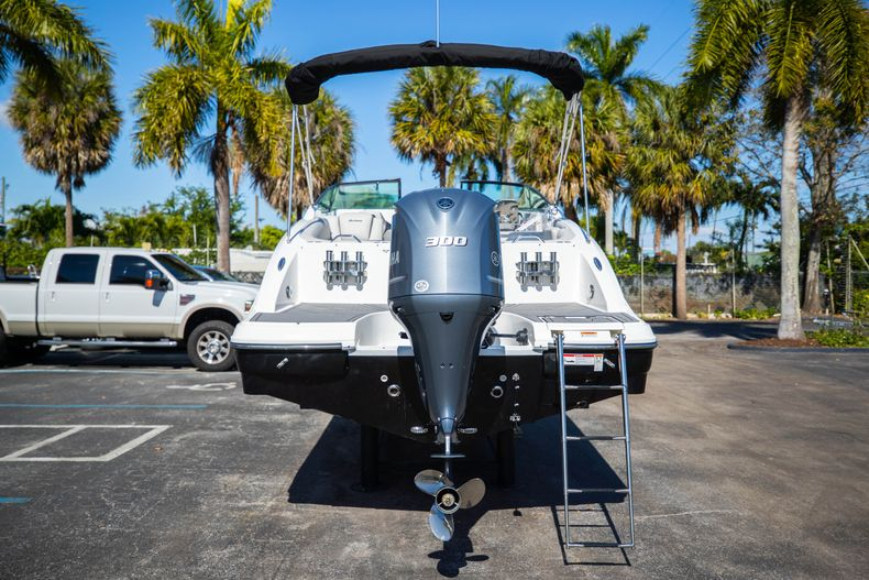 Thumbnail 12 for New 2021 Hurricane SunDeck SD 2690 OB boat for sale in West Palm Beach, FL