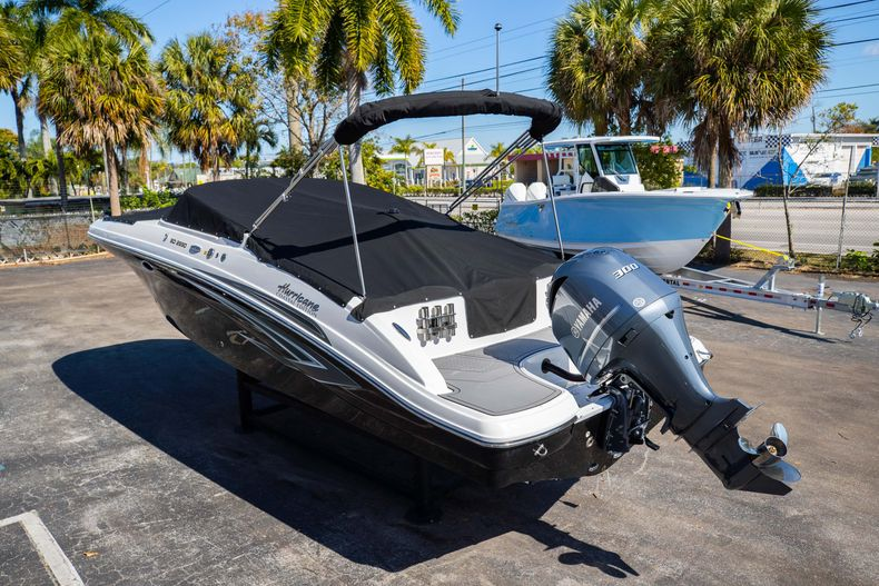 Thumbnail 11 for New 2021 Hurricane SunDeck SD 2690 OB boat for sale in West Palm Beach, FL