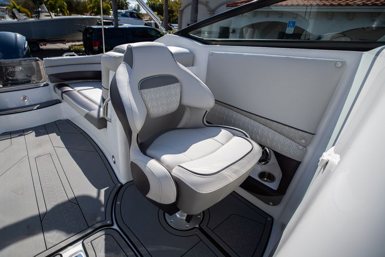 Thumbnail 38 for New 2021 Hurricane SunDeck SD 2690 OB boat for sale in West Palm Beach, FL