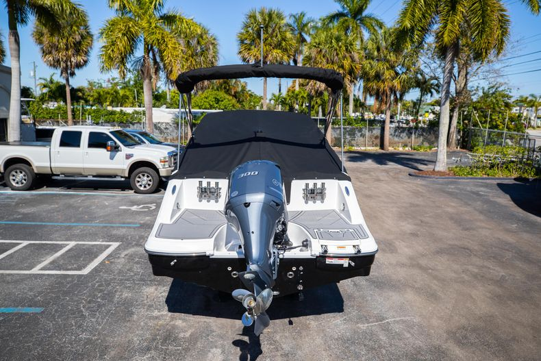 Thumbnail 13 for New 2021 Hurricane SunDeck SD 2690 OB boat for sale in West Palm Beach, FL