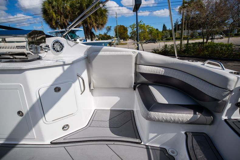 Thumbnail 18 for New 2021 Hurricane SunDeck SD 2690 OB boat for sale in West Palm Beach, FL