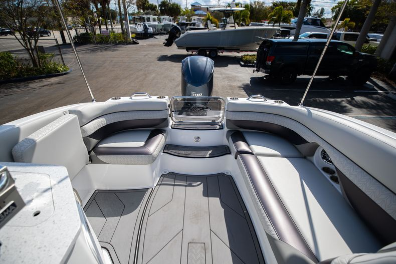 Thumbnail 17 for New 2021 Hurricane SunDeck SD 2690 OB boat for sale in West Palm Beach, FL