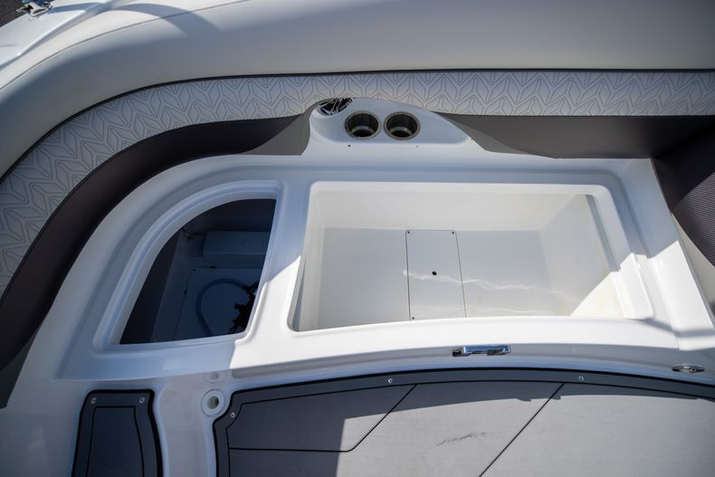Thumbnail 23 for New 2021 Hurricane SunDeck SD 2690 OB boat for sale in West Palm Beach, FL