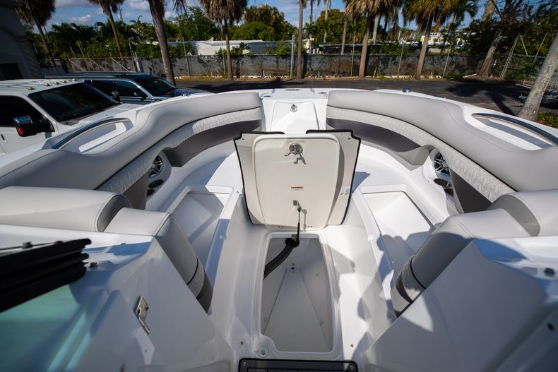 Thumbnail 44 for New 2021 Hurricane SunDeck SD 2690 OB boat for sale in West Palm Beach, FL