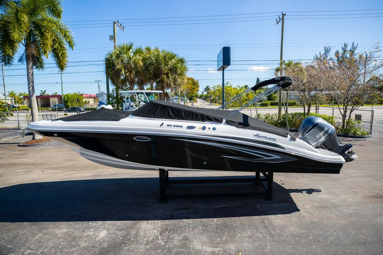 Thumbnail 9 for New 2021 Hurricane SunDeck SD 2690 OB boat for sale in West Palm Beach, FL