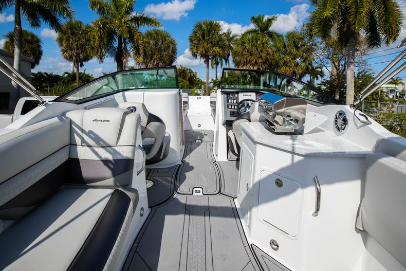 Thumbnail 16 for New 2021 Hurricane SunDeck SD 2690 OB boat for sale in West Palm Beach, FL