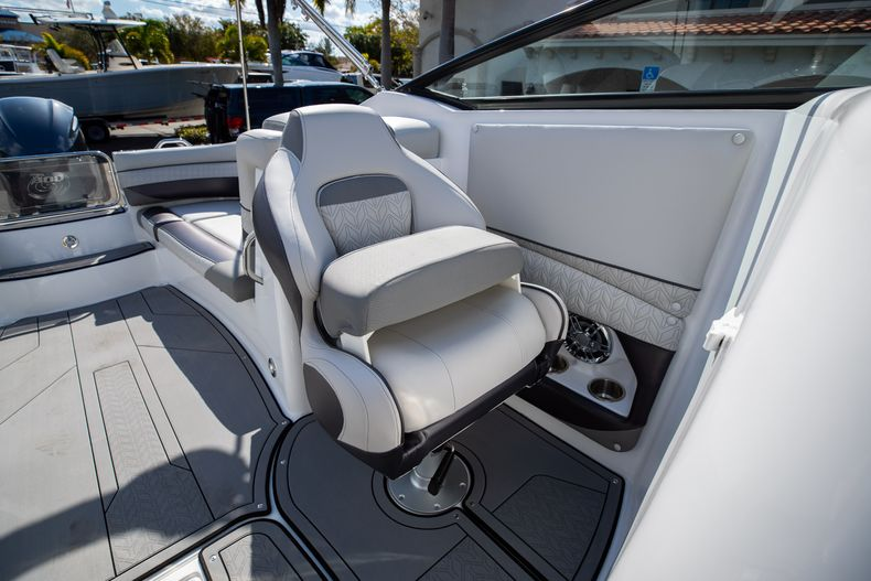 Thumbnail 37 for New 2021 Hurricane SunDeck SD 2690 OB boat for sale in West Palm Beach, FL