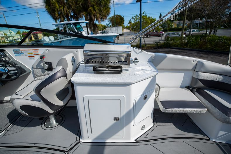 Thumbnail 24 for New 2021 Hurricane SunDeck SD 2690 OB boat for sale in West Palm Beach, FL