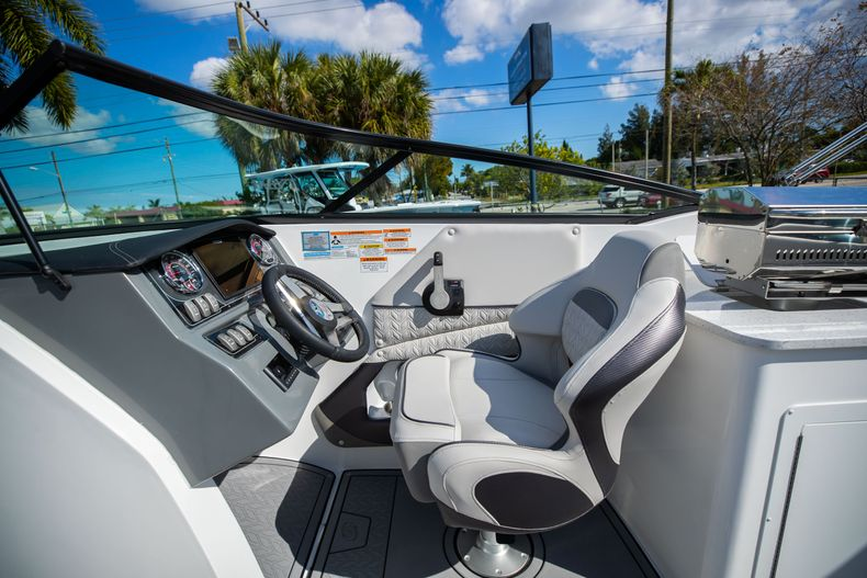 Thumbnail 28 for New 2021 Hurricane SunDeck SD 2690 OB boat for sale in West Palm Beach, FL