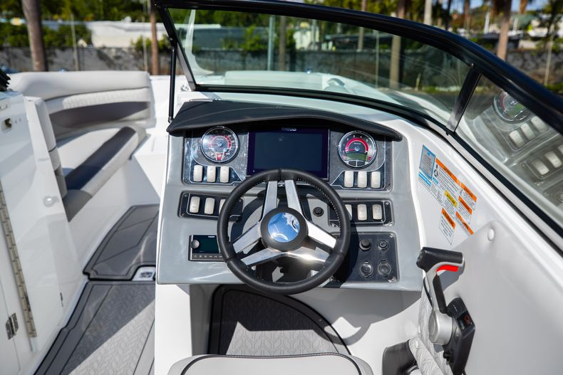 Thumbnail 26 for New 2021 Hurricane SunDeck SD 2690 OB boat for sale in West Palm Beach, FL