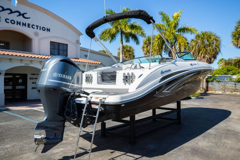 Thumbnail 14 for New 2021 Hurricane SunDeck SD 2690 OB boat for sale in West Palm Beach, FL