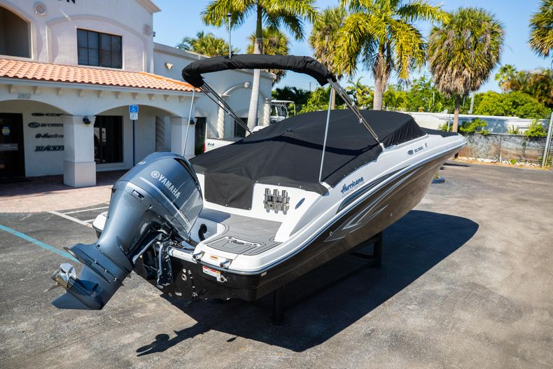 Thumbnail 15 for New 2021 Hurricane SunDeck SD 2690 OB boat for sale in West Palm Beach, FL