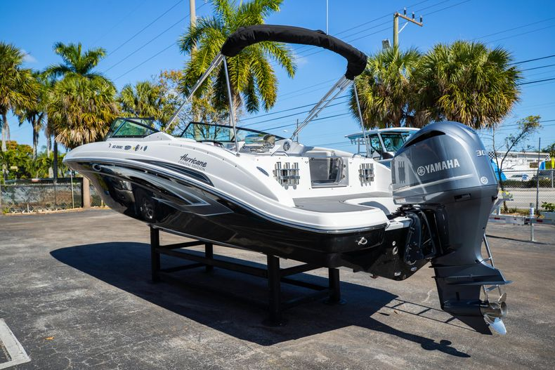Thumbnail 10 for New 2021 Hurricane SunDeck SD 2690 OB boat for sale in West Palm Beach, FL