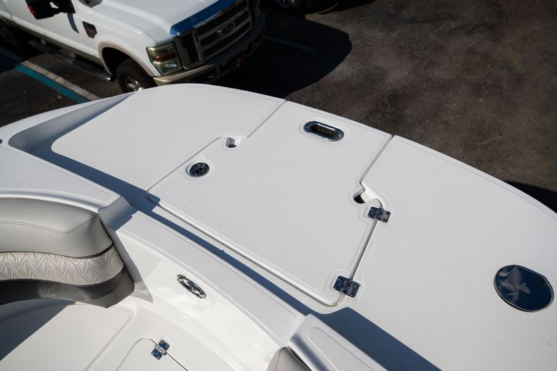 Thumbnail 48 for New 2021 Hurricane SunDeck SD 2690 OB boat for sale in West Palm Beach, FL