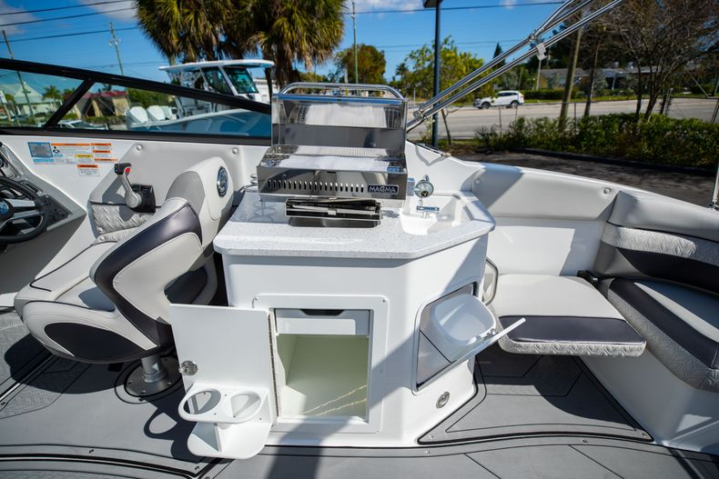 Thumbnail 25 for New 2021 Hurricane SunDeck SD 2690 OB boat for sale in West Palm Beach, FL