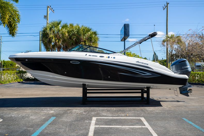 Thumbnail 8 for New 2021 Hurricane SunDeck SD 2690 OB boat for sale in West Palm Beach, FL