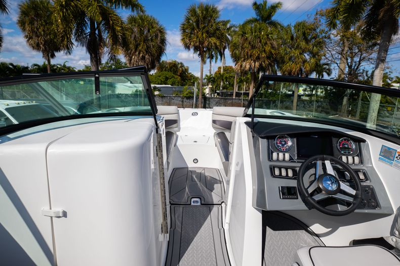Thumbnail 41 for New 2021 Hurricane SunDeck SD 2690 OB boat for sale in West Palm Beach, FL