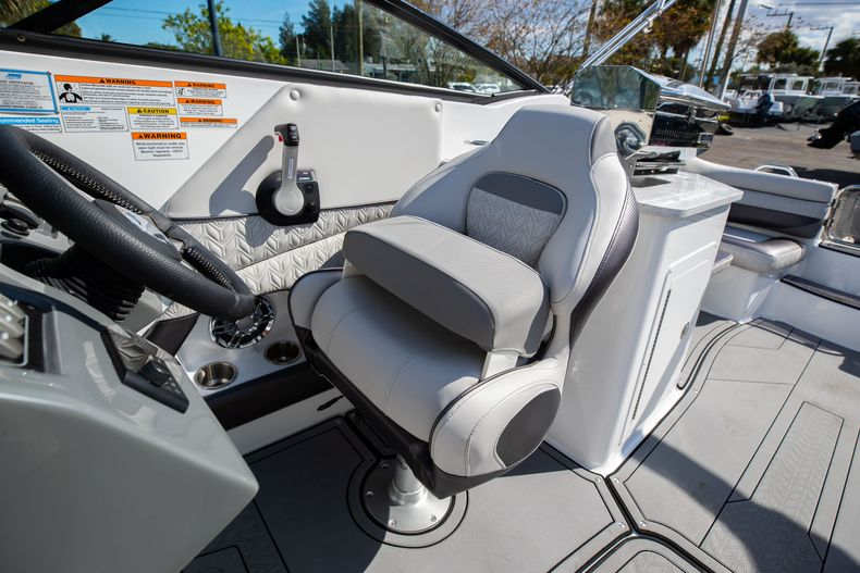 Thumbnail 33 for New 2021 Hurricane SunDeck SD 2690 OB boat for sale in West Palm Beach, FL