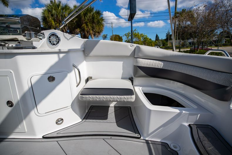 Thumbnail 19 for New 2021 Hurricane SunDeck SD 2690 OB boat for sale in West Palm Beach, FL