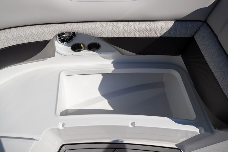 Thumbnail 45 for New 2021 Hurricane SunDeck SD 2690 OB boat for sale in West Palm Beach, FL