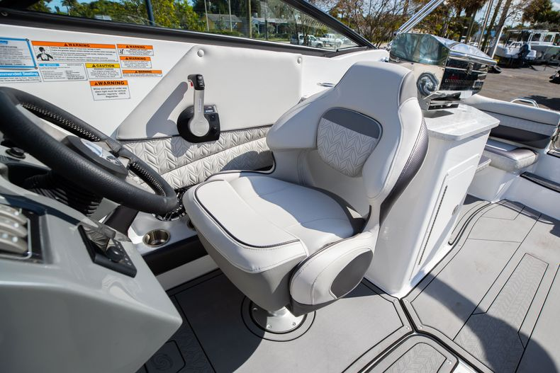 Thumbnail 34 for New 2021 Hurricane SunDeck SD 2690 OB boat for sale in West Palm Beach, FL
