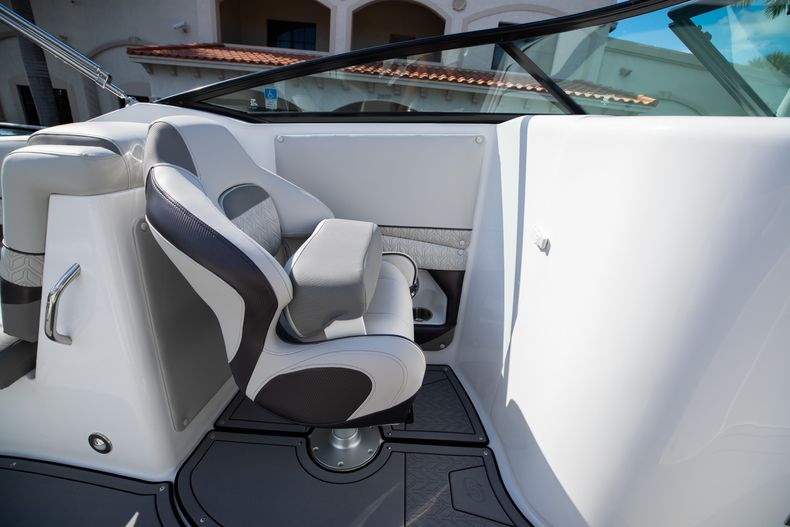 Thumbnail 36 for New 2021 Hurricane SunDeck SD 2690 OB boat for sale in West Palm Beach, FL