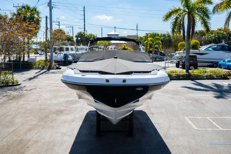 Thumbnail 5 for New 2021 Hurricane SunDeck SD 2690 OB boat for sale in West Palm Beach, FL