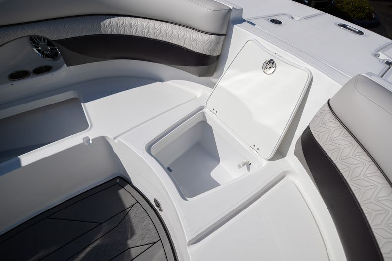 Thumbnail 47 for New 2021 Hurricane SunDeck SD 2690 OB boat for sale in West Palm Beach, FL