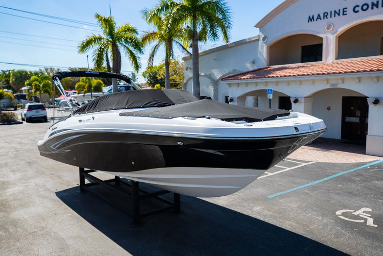 Thumbnail 3 for New 2021 Hurricane SunDeck SD 2690 OB boat for sale in West Palm Beach, FL
