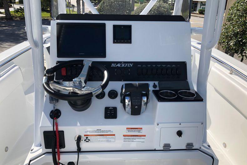 Thumbnail 13 for New 2021 Blackfin 252CC boat for sale in Vero Beach, FL