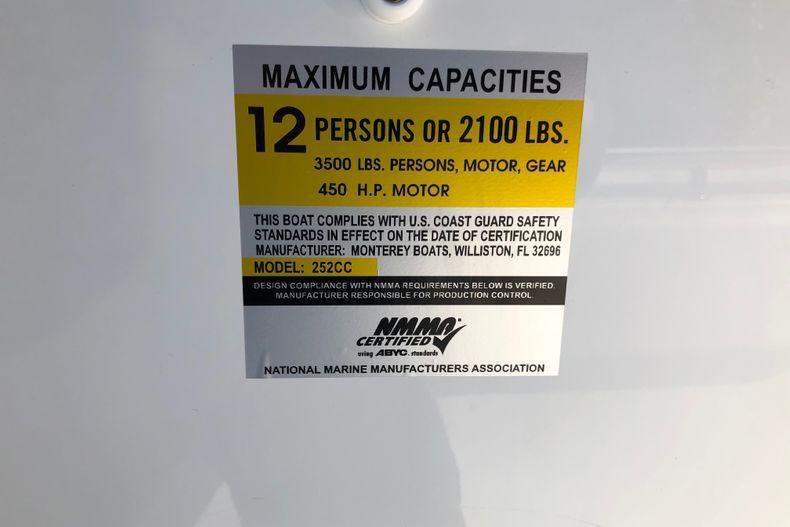 Thumbnail 18 for New 2021 Blackfin 252CC boat for sale in Vero Beach, FL