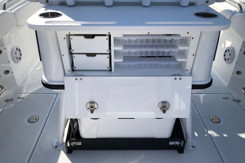 Thumbnail 9 for New 2021 Blackfin 252CC boat for sale in Vero Beach, FL