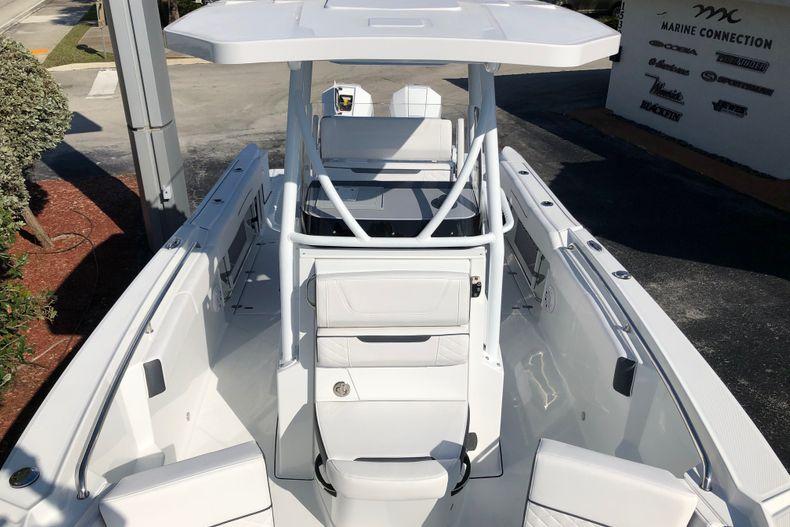Thumbnail 16 for New 2021 Blackfin 252CC boat for sale in Vero Beach, FL