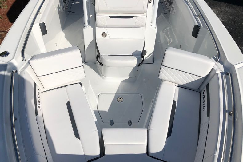 Thumbnail 17 for New 2021 Blackfin 252CC boat for sale in Vero Beach, FL