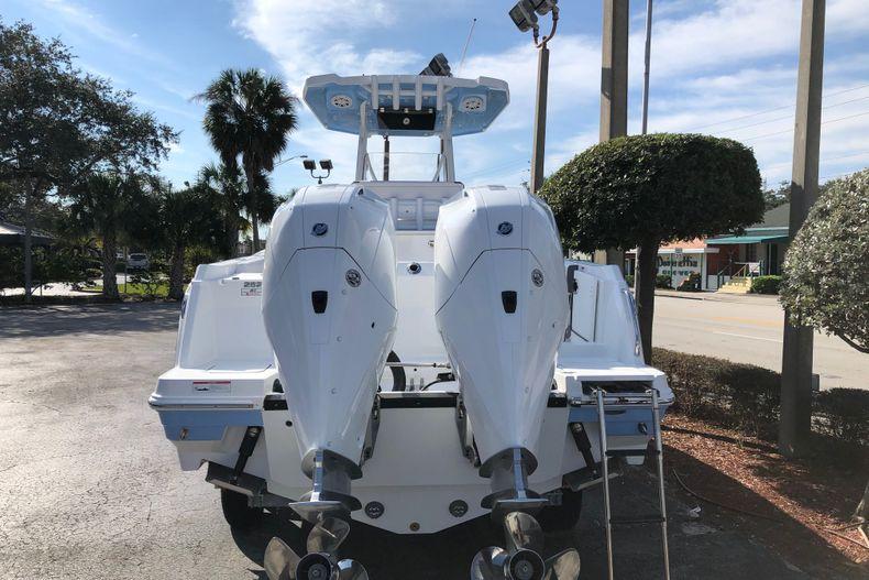 Thumbnail 4 for New 2021 Blackfin 252CC boat for sale in Vero Beach, FL