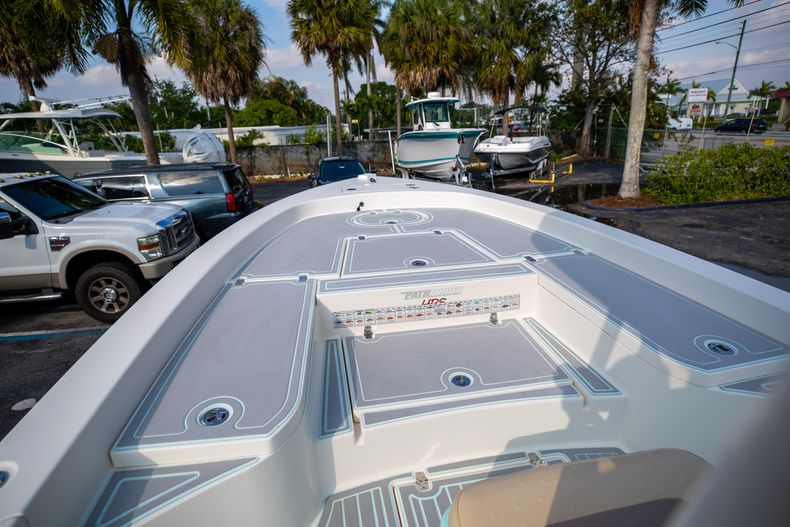 Thumbnail 40 for Used 2014 Pathfinder 2600 HPS Bay Boat boat for sale in West Palm Beach, FL