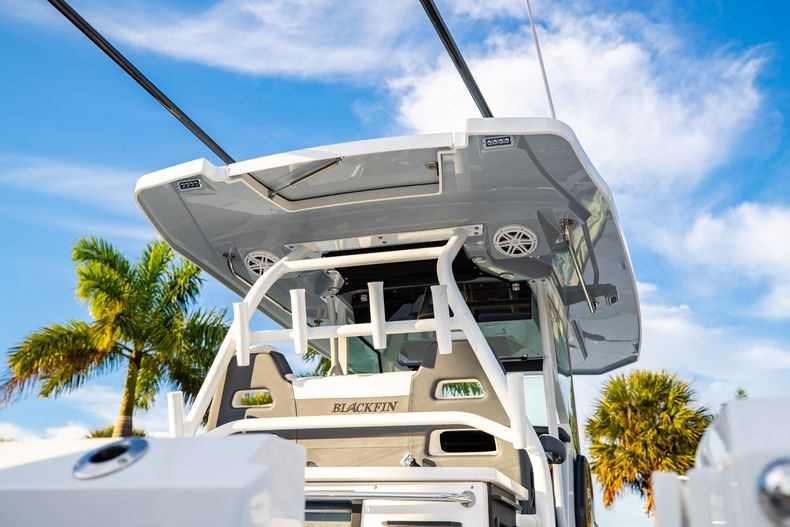 Thumbnail 8 for New 2021 Blackfin 332CC boat for sale in West Palm Beach, FL