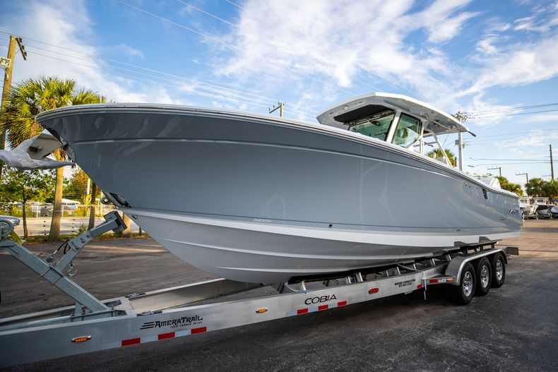 Thumbnail 3 for New 2021 Blackfin 332CC boat for sale in West Palm Beach, FL