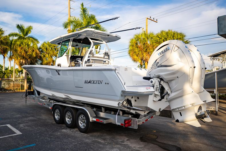 Thumbnail 5 for New 2021 Blackfin 332CC boat for sale in West Palm Beach, FL