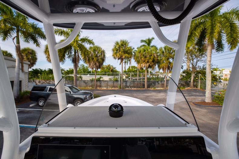 Thumbnail 23 for New 2021 Sportsman Masters 247 Bay Boat boat for sale in West Palm Beach, FL