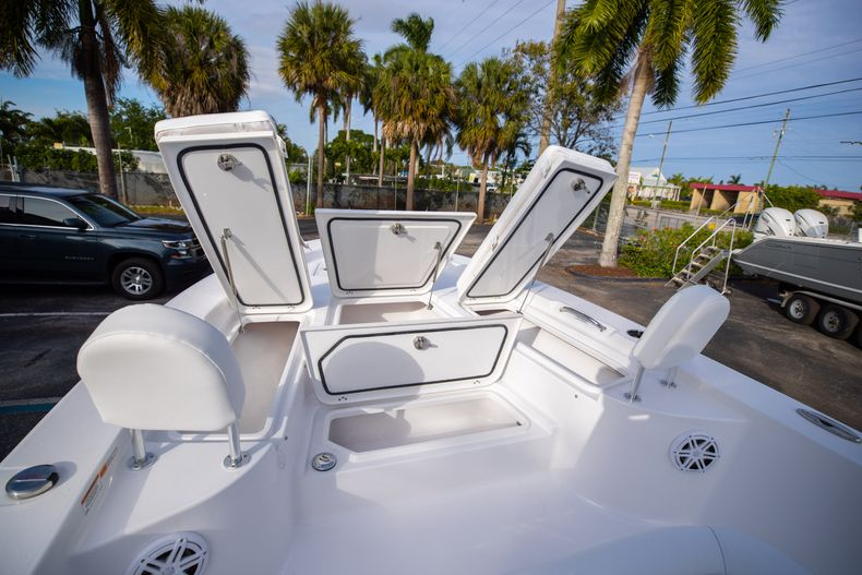Thumbnail 34 for New 2021 Sportsman Masters 247 Bay Boat boat for sale in West Palm Beach, FL
