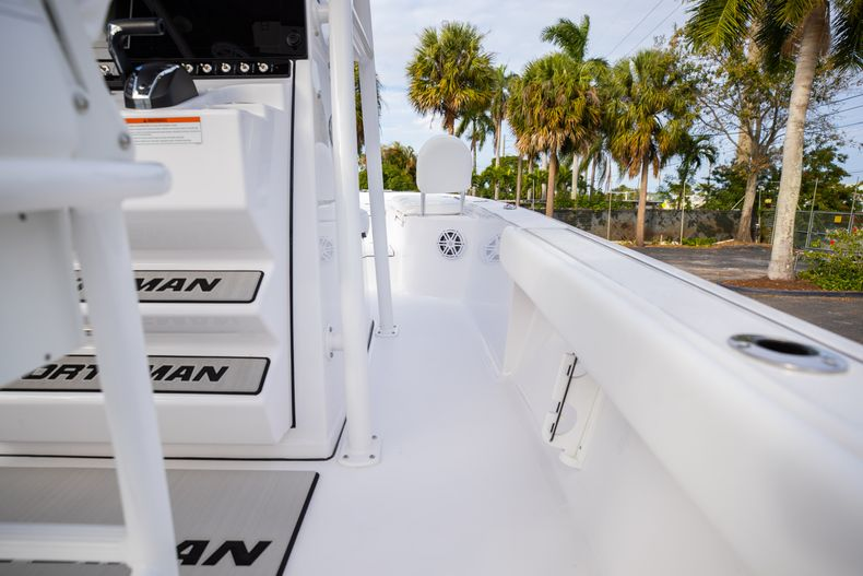 Thumbnail 16 for New 2021 Sportsman Masters 247 Bay Boat boat for sale in West Palm Beach, FL