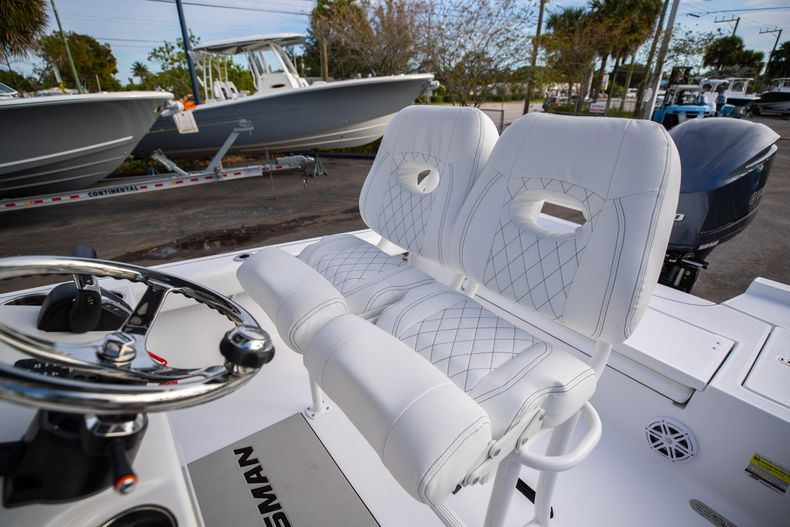 Thumbnail 28 for New 2021 Sportsman Masters 247 Bay Boat boat for sale in West Palm Beach, FL
