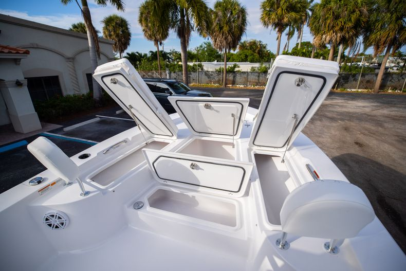 Thumbnail 32 for New 2021 Sportsman Masters 247 Bay Boat boat for sale in West Palm Beach, FL