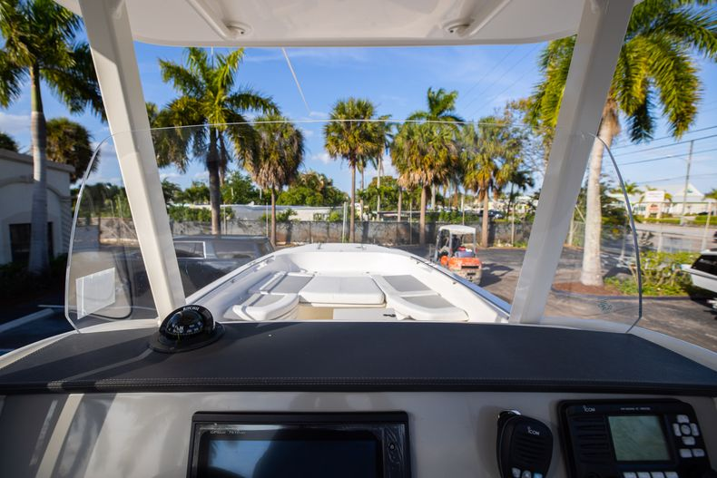 Image 37 for 2016 Boston Whaler 270 Dauntless in West Palm Beach, FL