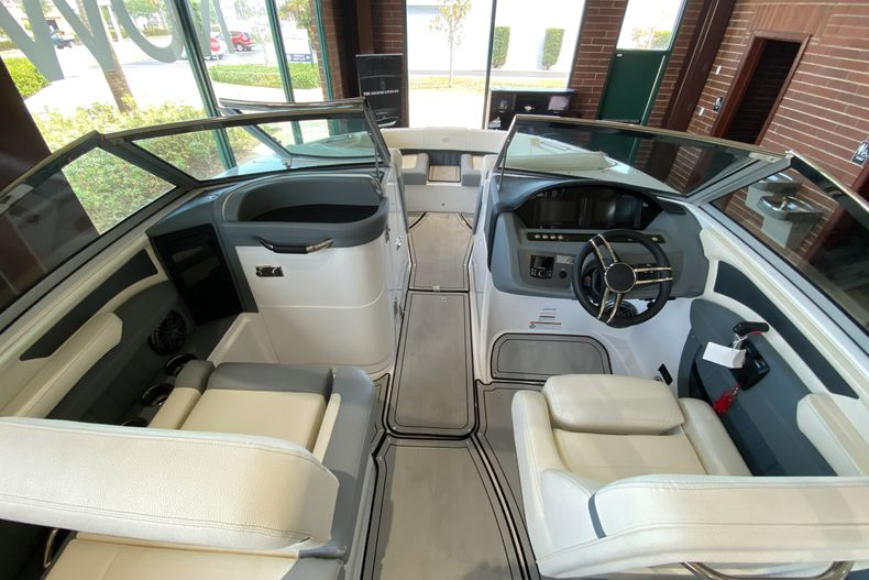 Thumbnail 12 for New 2021 Cobalt 23SC boat for sale in West Palm Beach, FL