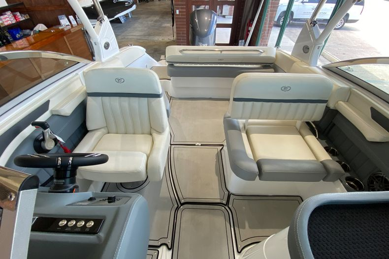 Thumbnail 15 for New 2021 Cobalt 23SC boat for sale in West Palm Beach, FL