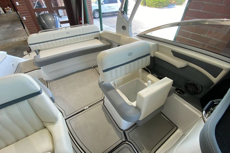 Thumbnail 16 for New 2021 Cobalt 23SC boat for sale in West Palm Beach, FL