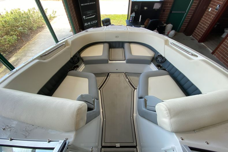 Thumbnail 17 for New 2021 Cobalt 23SC boat for sale in West Palm Beach, FL